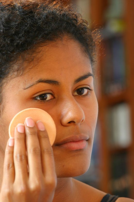 MUST READ: Quick Makeup Tips and Tricks Applying%20foundation